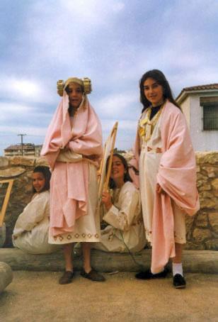Dama viviente - Niñas vestidas de mujeres íberas