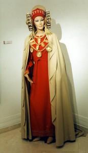 Objeto - Traje de Dama de Elche Viviente