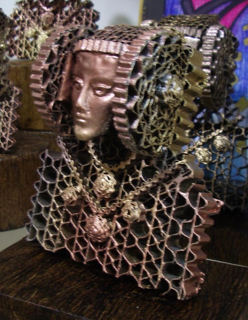 Objeto - Dama de Elche cartón reciclado