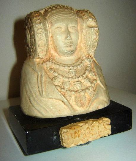 Reproducción - Jolie sculpture la dama de Elche sur socle marbre