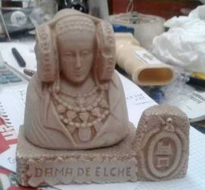 Se vende por 15 € en http://www.milanuncios.com/otros-articulos-de-bricolaje/se-vende-figura-de-dama-de-elche-169265557.htm