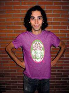 Tirada limitada de 50 unidades por 12 € cada una. Tomado de http://planocorto.blogspot.com.es/2006/12/camiseta-dama-popera.html