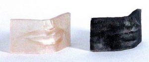 Ilustración 40. Dos pruebas estereolitografiadas de los labios realizados en resina transparente a distintas resoluciones. La comparación directa entre sistemas de impresión y sistemas de escaneo formó una parte muy imporatnte del trabajo de investigación