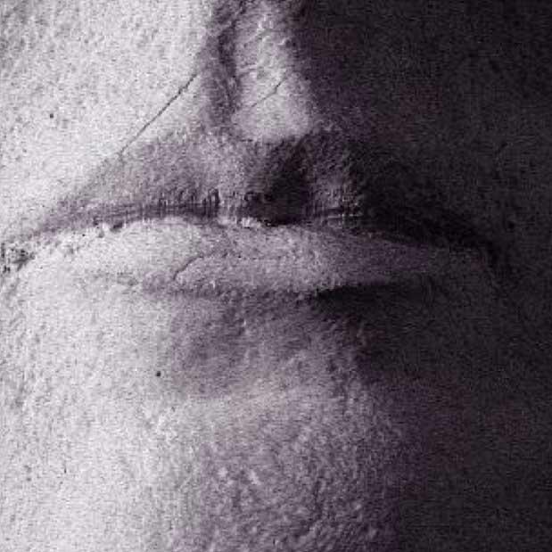 Ilustración 41. Detalle de los labios fresados a 100 micras a partir de los datos obtenidos con el escáner Seti. Los defectos del escaneado se corrigen con la aplicación informática diseñada por Factum Arte. El proyecto Duple consiste en clonar la Dama de Elche mediante el digitalizado de toda su superficie a alta resolución para posteriormente