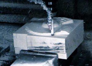 Ilustración 46. Primeros pasos del fresado de los rodetes. El fresado se llevó a cabo en los talleres de Delcam UK usando bloques de poliestireno de alta densidad. El proyecto Duple consiste en clonar la Dama de Elche mediante el digitalizado de toda su superficie a alta resolución para posteriormente