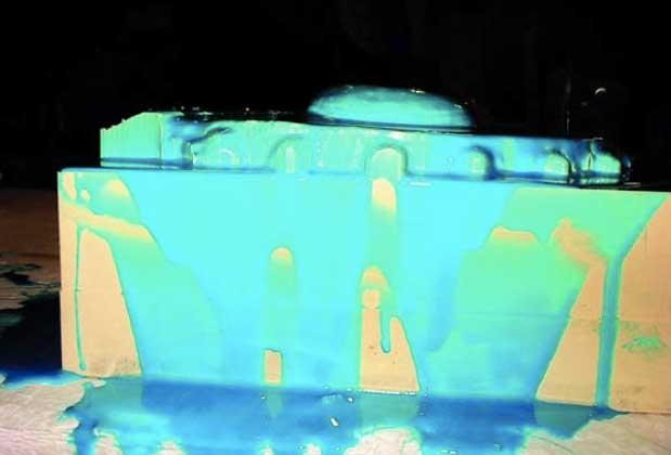 Ilustración 49. Producción de moldes de silicona a partir de las piezas fresadas. El proyecto Duple consiste en clonar la Dama de Elche mediante el digitalizado de toda su superficie a alta resolución para posteriormente