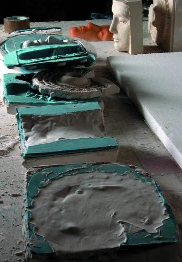 Ilustración 51. Varias pruebas de vaciado realizadas con distintas mezclas de piedra y pigmento para crear una superficie con la granulometría y color adecuados. El proyecto Duple consiste en clonar la Dama de Elche mediante el digitalizado de toda su superficie a alta resolución para posteriormente