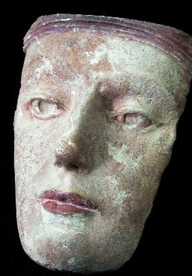 Ilustración 52. La primera prueba acabada producida a partir de los datos Seti en piedra caliza con pigmento. Los métodos de acabado a mano fueron significativamente alterados a raíz de esta prueba. El proyecto Duple consiste en clonar la Dama de Elche mediante el digitalizado de toda su superficie a alta resolución para posteriormente