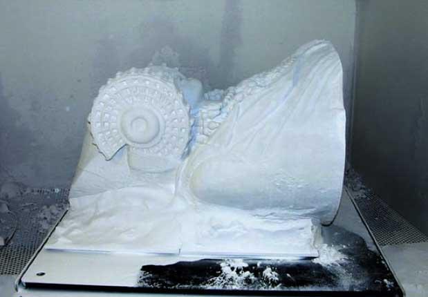 Ilustración 55. Producción de la impresión 3D utilizando una mezcla de escayola en polvo y resina
