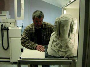 Ilustración 56. Producción de la impresión 3D utilizando una mezcla de escayola en polvo y resina