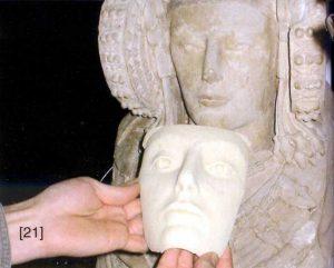 Comparando las primeras pruebas de la cara con la escultura original. El proyecto Duple consiste en clonar la Dama de Elche mediante el digitalizado de toda su superficie a alta resolución para posteriormente