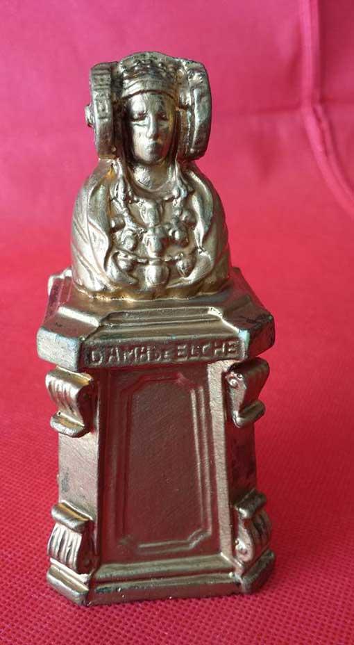 Reproduce el monumento a La Dama de Elche que hay en la Glorieta de Elche y que se erigió en 1930