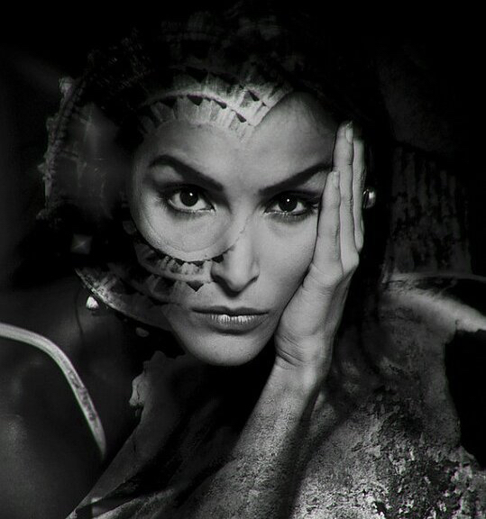4383-Damas de Elche. Model Ana Luz Corella
